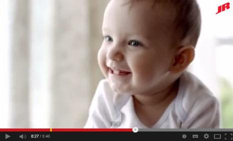 Can Bebe Reklam�'nda ve Can Bebe Foto�raf �ekimi'nde, kadromuzda bulunan Enes Temizt�rk, rol ald�.