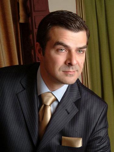 Spradon Evleri Tv Reklamý'nda oyuncumuz Murat Tuzcuoðlu rol aldý. - IMC AJANS