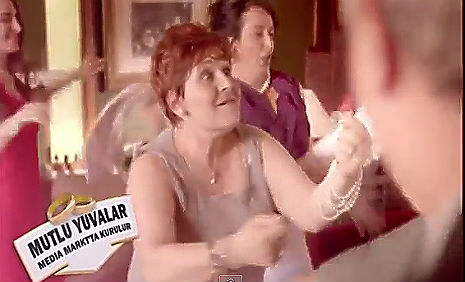 Media Mart Yuva Kuran Reklamý'nda oyuncularýmýz Bülent Delibaþi, Yýldýz Okvuran rol aldý. - IMC AJANS