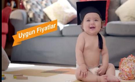 Hepsiburada.com Reklamý'da ve Fotoðraf Çekimi'nde oyuncumuz Ela Nur Özay rol aldý. - IMC AJANS