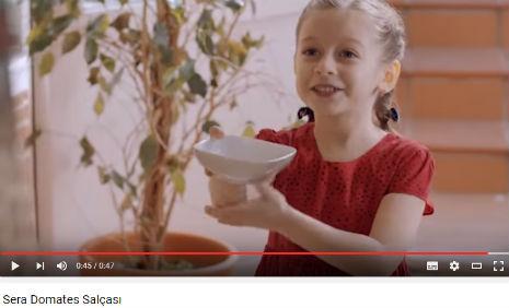 Sera Domates Salçasý Reklamý'nda, oyuncumuz Zeynep Iþýk, rol aldý.  - IMC AJANS