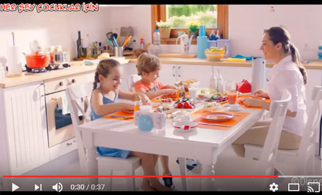 Balparmak Karlar Ülkesi Reklam Filminde Oyuncularýmýz Berra Dila Gürsoy ve Berke Karabýyýk Rol Aldýlar - IMC AJANS