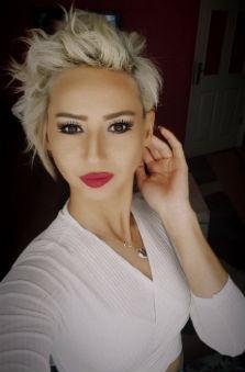 31 - 40 Yaþ Bayan Fotomodel - Ece Ünsal