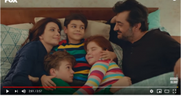 Projelerdeki Oyuncularýmýz - Fox TV Bir Aile Hikayesi dizisinde çocuk oyuncularýmýz Süha Ceylan ve Atlas Tellioðlu yer aldý.
