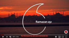 Projelerdeki Oyuncularýmýz - Vodafone Ramazan reklamýnda oyuncularýmýz Burcu Sivri, Pera Doðan ve Annesi Özge Doðan evlerinden reklam çalýþmasýna katýldý.